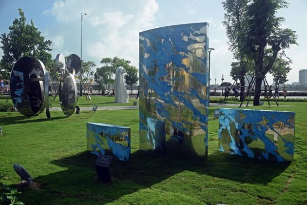 Istimewa-nya Taman patung APEC di Kota Da Nang, Vietnam Tengah - ảnh 13