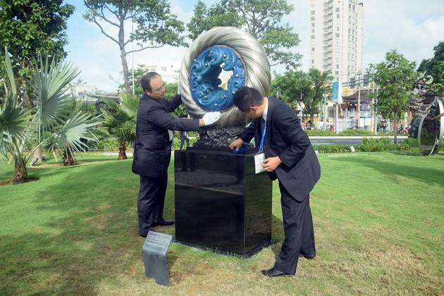 Istimewa-nya Taman patung APEC di Kota Da Nang, Vietnam Tengah - ảnh 5