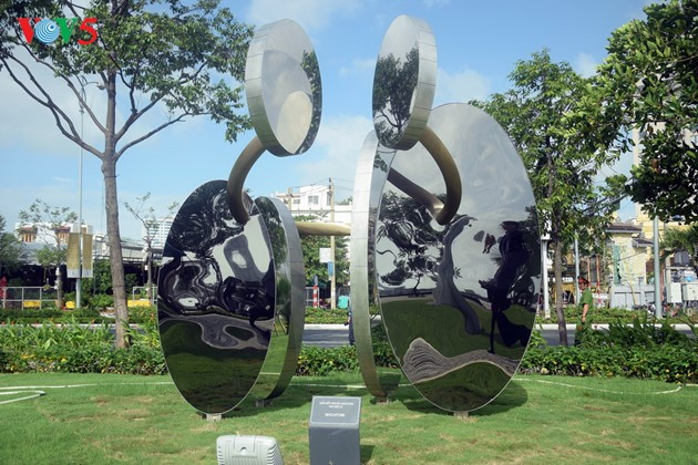 Istimewa-nya Taman patung APEC di Kota Da Nang, Vietnam Tengah - ảnh 7