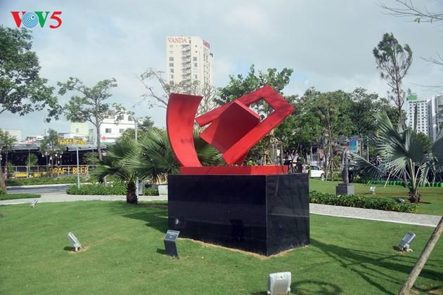 Istimewa-nya Taman patung APEC di Kota Da Nang, Vietnam Tengah - ảnh 10