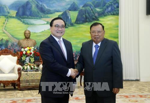 Para pemimpin Partai, Negara Laos menerima Delegasi tingkat tinggi Kota Hanoi - ảnh 1