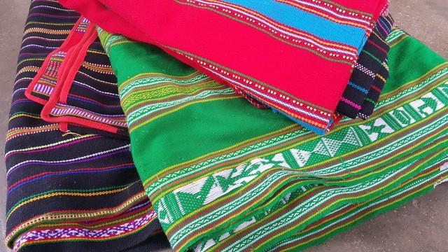Menenun kain ikat - pengukur dari keluwesan para wanita etnis minoritas M'nong - ảnh 2