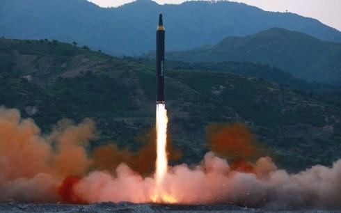 RDRK menyatakan sukses dalam ujicoba rudal Hwasong-15 - ảnh 1