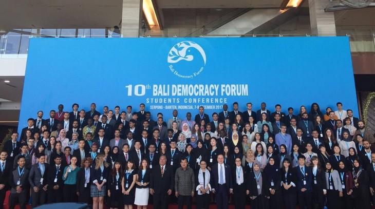 Forum  Demokrasi Bali  yang ke-10 dibuka di Banten, Indonesia - ảnh 1