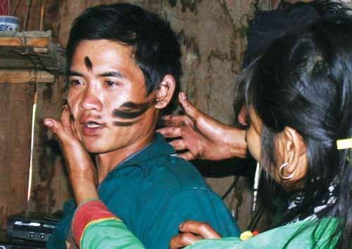 Adat pernikahan yang khas dari warga etnis minoritas Mang - ảnh 1