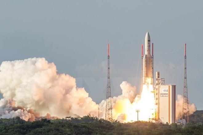 Индия успешно запустила спутник связи GSAT-18 - ảnh 1