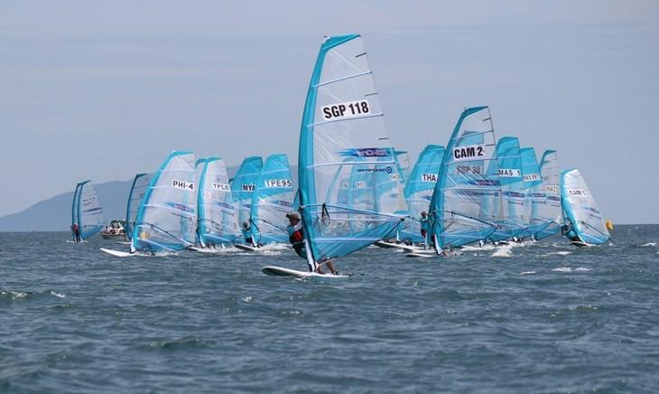 В городе Хойан открылся 6-й чемпионат мира по яхтингу RS:One - ảnh 1