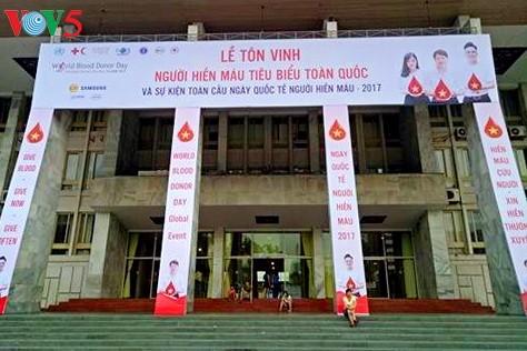 Во Вьетнаме прошли мероприятия в честь Всемирного дня донора крови - ảnh 1