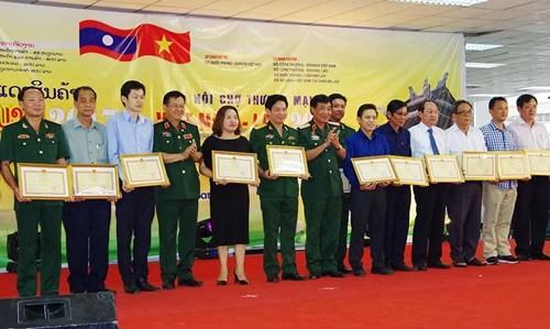 Во Вьентьяне закрылась вьетнамо-лаосская торговая ярмарка 2017  - ảnh 1