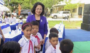 Вице-президент СРВ передала подарки семьям льготной категории в провинции Куангнам - ảnh 1