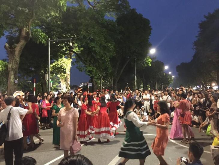 Русские мелодии в центре Ханоя - ảnh 2