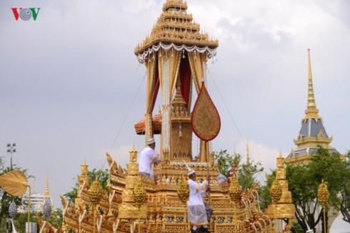Вице-президент СРВ приняла участие в Церемонии Королевской кремации в Таиланде - ảnh 1