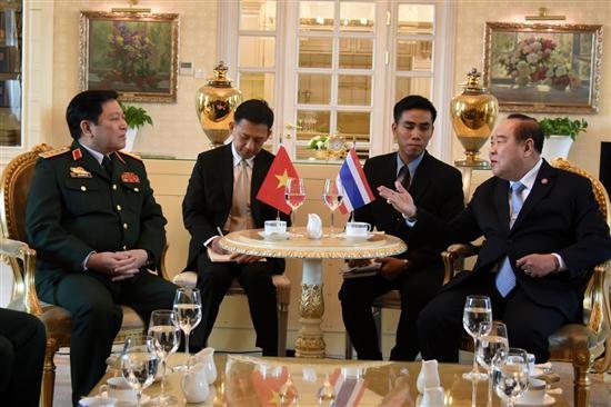 越南国防部长吴春历与东盟各国国防部长举行双边会晤 - ảnh 1
