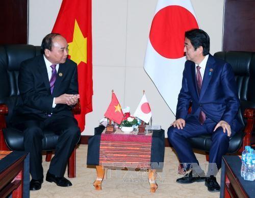 阮春福会见日本首相安倍 - ảnh 1