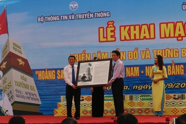 """""""黄沙长沙归属越南——历史和法理证据""""展在山萝省举行 - ảnh 1"""