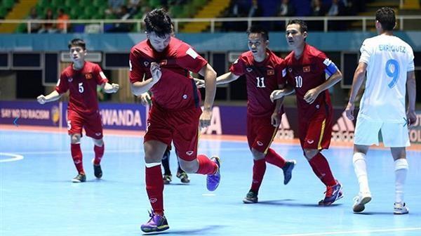越南队在2016年五人制足球世界杯第一场比赛中获胜 - ảnh 1