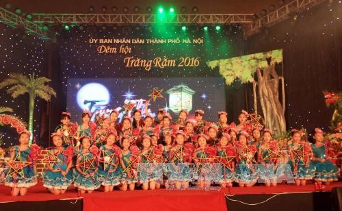 越南各地为儿童举行中秋节活动 - ảnh 1