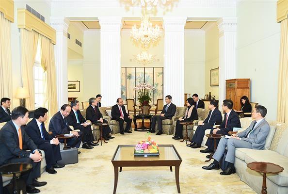 越南政府总理阮春福会见香港特别行政区行政长官梁振英 - ảnh 1