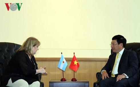 越南政府副总理兼外交部长范平明在联合国大会期间进行双边接触 - ảnh 1