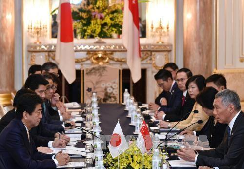 日本和新加坡领导人就加强双边关系问题举行会谈 - ảnh 1