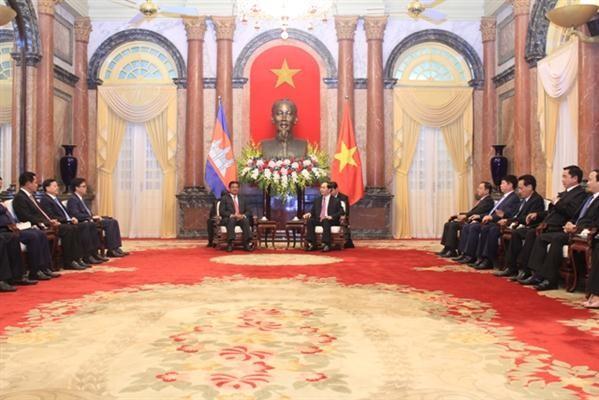 陈大光会见柬埔寨副首相兼内政大臣韶肯 - ảnh 1