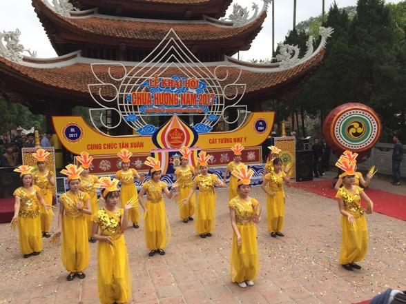 春季庙会在越南各地纷纷举行 - ảnh 1