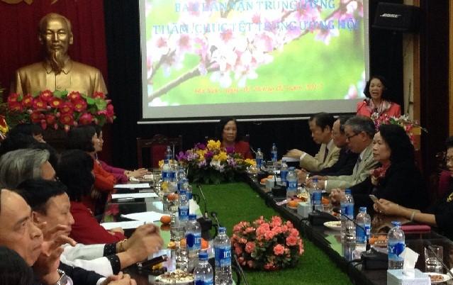 越共中央民运部部长张氏梅向越南老年人协会致以新春祝福 - ảnh 1