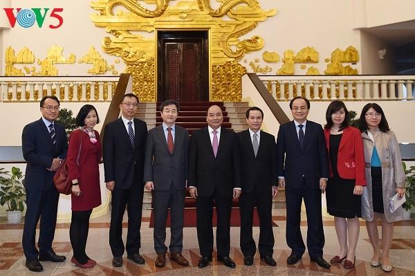 越南政府总理阮春福会见韩联社代表团 - ảnh 1