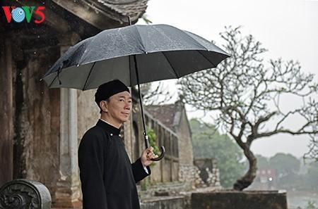 """范生珠大使在春雨中展示""""奥黛""""之美 - ảnh 1"""