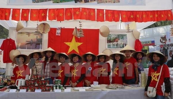 越南传统产品参加印度国际慈善义卖会 - ảnh 1