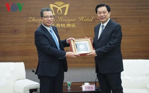 越南驻华大使邓明魁对中国河北省进行工作访问 - ảnh 1