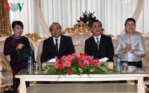 阮春福圆满结束对柬埔寨和老挝的访问 - ảnh 1