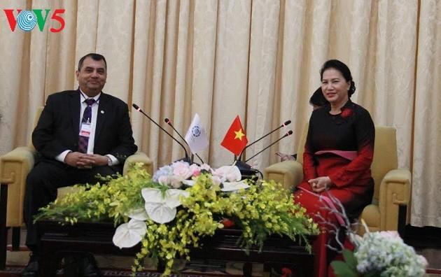 越南国会主席阮氏金银会见议联领导人 - ảnh 1