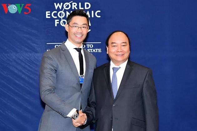 阮春福会见WEF、AIIB和Cisco集团领导人 - ảnh 1