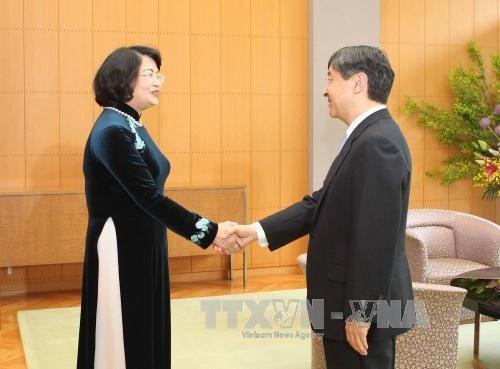 邓氏玉盛会见日本天皇和皇后 - ảnh 1