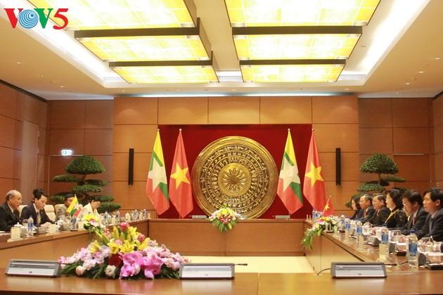 阮氏金银与缅甸联邦议会议长曼温凯丹举行会谈 - ảnh 1
