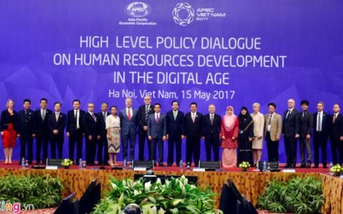合作开发人力资源    满足发展需求 - ảnh 1