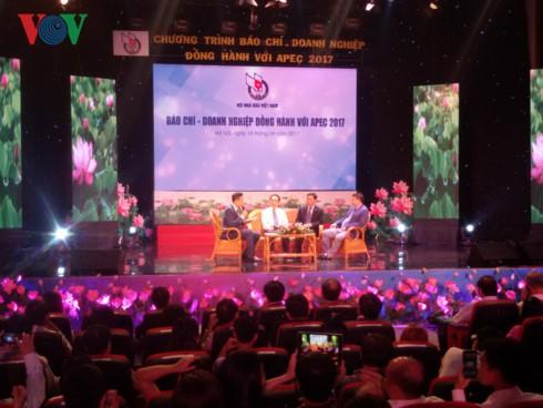 越南媒体和企业与2017 APEC同行 - ảnh 1