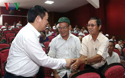 越南政府副总理王庭惠接触河静省选民 - ảnh 1