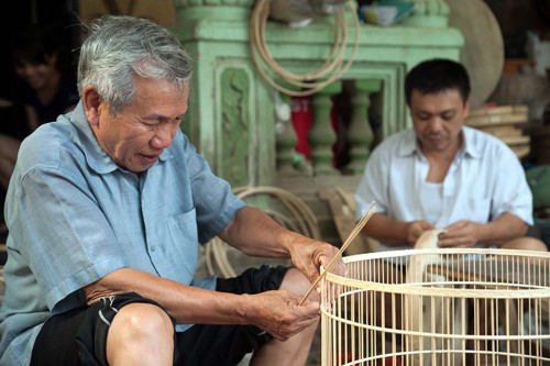 耕获村的鸟笼制作业 - ảnh 1