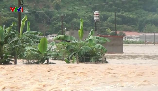越南各地紧急克服洪灾影响 - ảnh 1