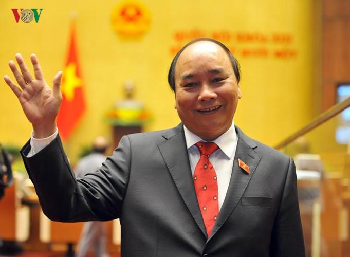 越南政府总理阮春福启程出席东盟峰会 - ảnh 1