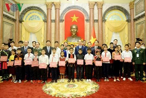 越南党和国家特别关心教育培训工作 - ảnh 1