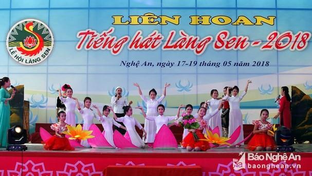 越南各地纪念胡志明主席诞辰128周年 - ảnh 1