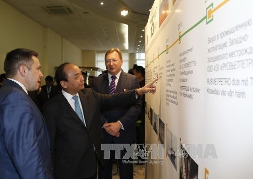 Prime Minister Nguyen Xuan Phuc visits Zarubezneft oil and gas company - ảnh 1