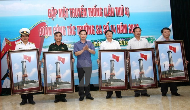 Photo exhibition on Vietnam's sea and islands in Dong Van stone plateau  - ảnh 1