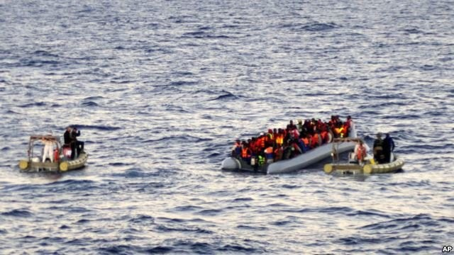 Nearly 1,200 migrants rescued in the Mediterranean Sea  - ảnh 1