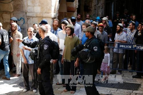 18 Palestinians injured in clashes with Israel force at Al-Aqsa mosque compound - ảnh 1