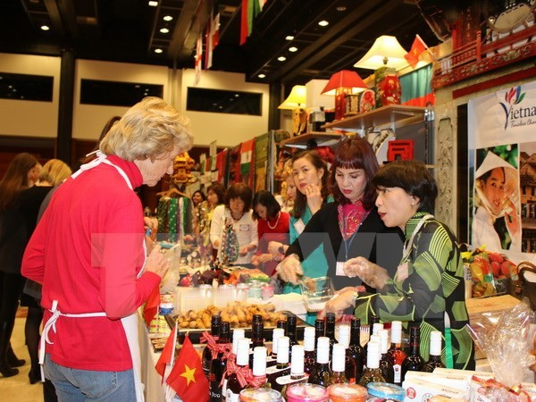 Vietnam attends International Christmas Bazaar in Prague  - ảnh 1