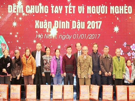 Funds raised to support poor people ahead Lunar New Year - ảnh 1